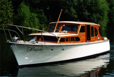 Fringilla is a classic 34u0027 Van lent motor yacht built in 1960 in the renowned shipyard of Van Lent u0026 Zonen in Holland she has been recently renovated to a ... & Boat Hire in Maidenhead Fringilla - Luxury River Boat for Hire ...